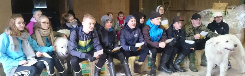 Hauhalan hanhifarmi - Kahdeksasluokkalaiset vierailulla