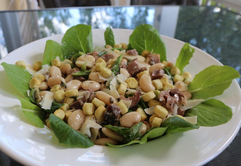 Hauhalan hanhifarmi - Caesarsalaatti